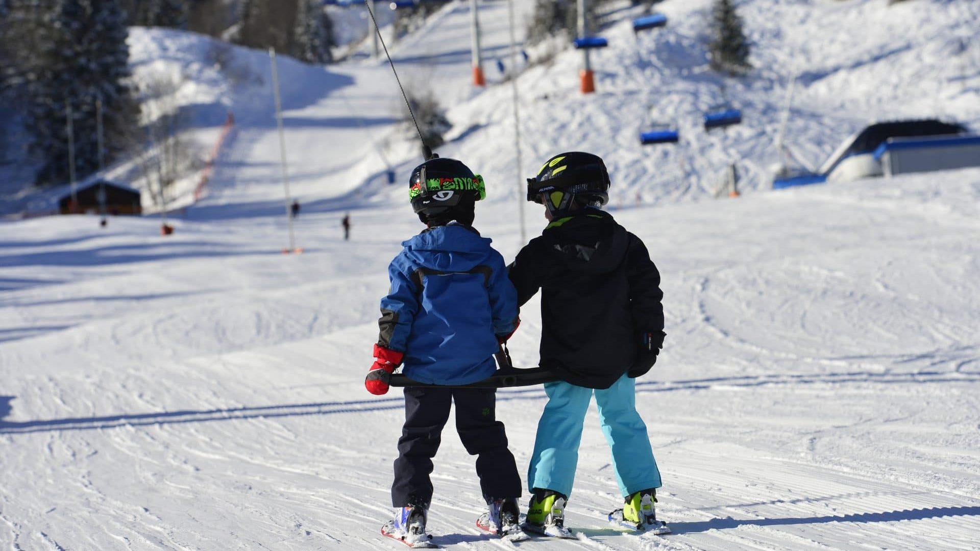 Brauneck Bergbahn - Tag im Schnee - Kinder fahren frei - Fotograf Hubert Walther